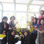 Chuẩn bị trang hoàng xe hoa Xuân Đinh Hợi (2007)